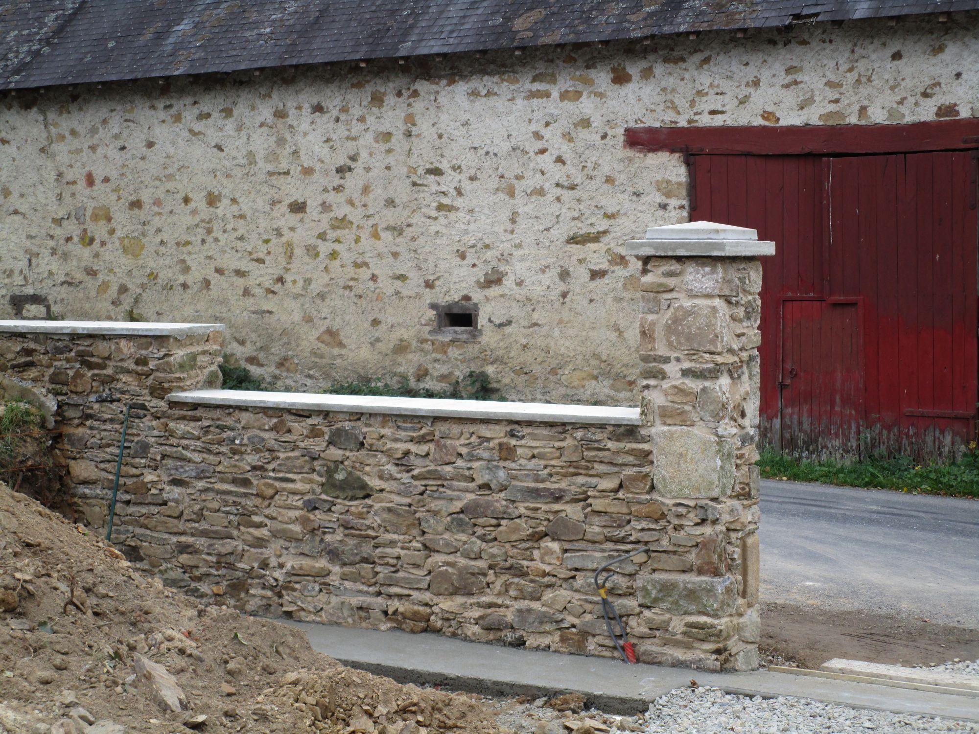 Muret en pierres avec ouverture